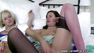 Mature lady gone lesbian on a young prey