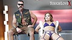 Toughlovex Katie Kush gefesselt und bereit zum Einsatz