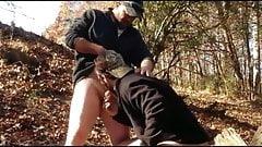 Dos machos follando al aire libre