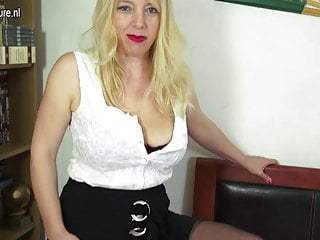 Naughty wet pussy - Naughty british milf playing with her wet pussy