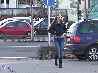 Ass in ppublic - Fisting her ass in public