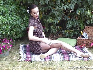 His sisters firm tits Babe flashing firm tits trim pussy retro nylon on picnic