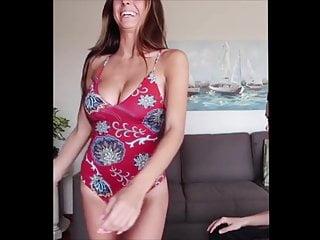 Taylor momsen bikini Taylor alesia