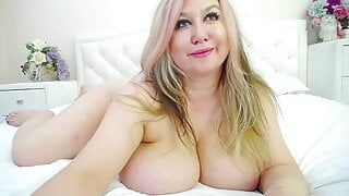 Hot BBW Shows Off Her Ripe Holes
