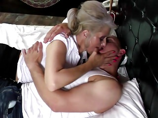 Fuck the mother - Hot mature mother fucked by young not her son