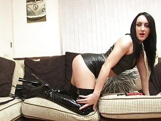 British mature talks dirty - Come lick me now