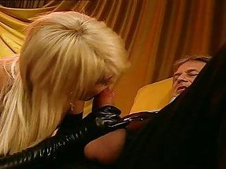 Strippers private dance - Vintage stripper blowing two fat cocks in private show