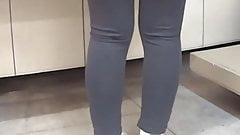 Szczery nastolatek spodnie do jogi tyłek, majtki do jogi ukryta kamera