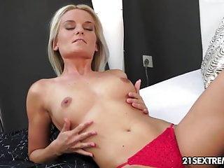Neo tech sex Jessie jazz plays with her high-tech little dildo