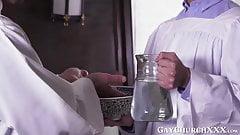 Священник насилует католических твинковых яиц глубоко и обнаженно после проповеди