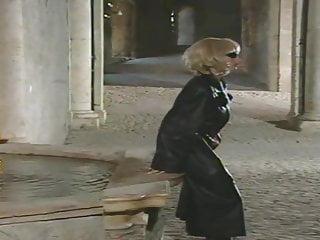Laura pausini fucked hard Black stockings laura angel mask wig hard fucking