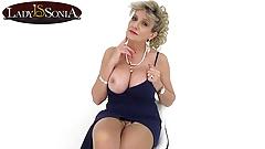 Joi развлекается с красивой грудастой зрелой Lady Sonia