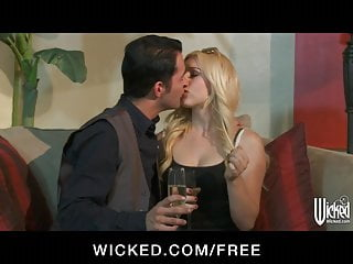 Lexi belle porn sites Lexi belle bounces her juicy round ass on her man