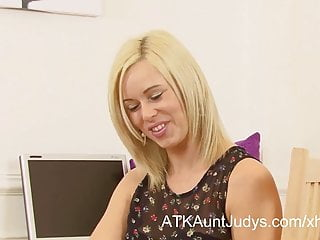 Anna kyoyama hentai - Anna joy is a horny secretary fingering her wet pussy