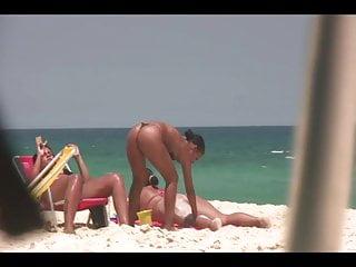 Screensavers with bikini The perfect butt with bikini at beach