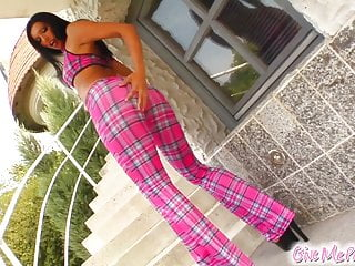 Sex lose interest - Lara loses the pink plaid to fuck herself thoroughly