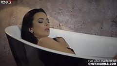 Lustful Shalina Devine masturbating before bath time by