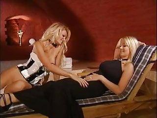Lesbian foot kissing Foot lesbos