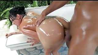 Big-Booty bubble butt babe Tory Lane is oiled up