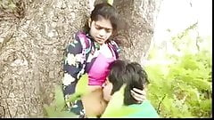 Indian College Going Couple enjoy romance in Park (MMS)