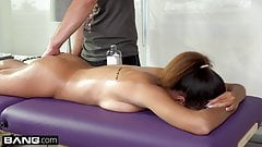 Teen Mom Raven Redmond gets Massage with happy ending