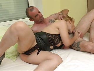 Thick mommy in threesome slutload Crazy mommy 2