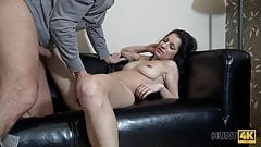 HUNT4K. Cuckold watches how his GF squirts thanks to rich