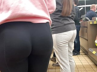 Teen athletes Athletic teen curvy-firm ass candid leggings