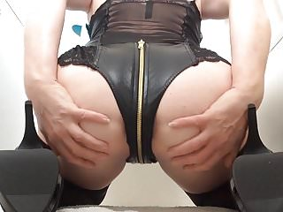 Femail squirting pussy video Morning dildo ride with squirting pussy juices