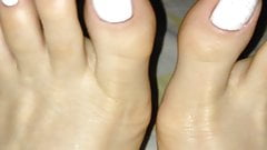 I love to pose and show my feet and toes