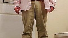 Fag Bill Pfaff pissing in his pants