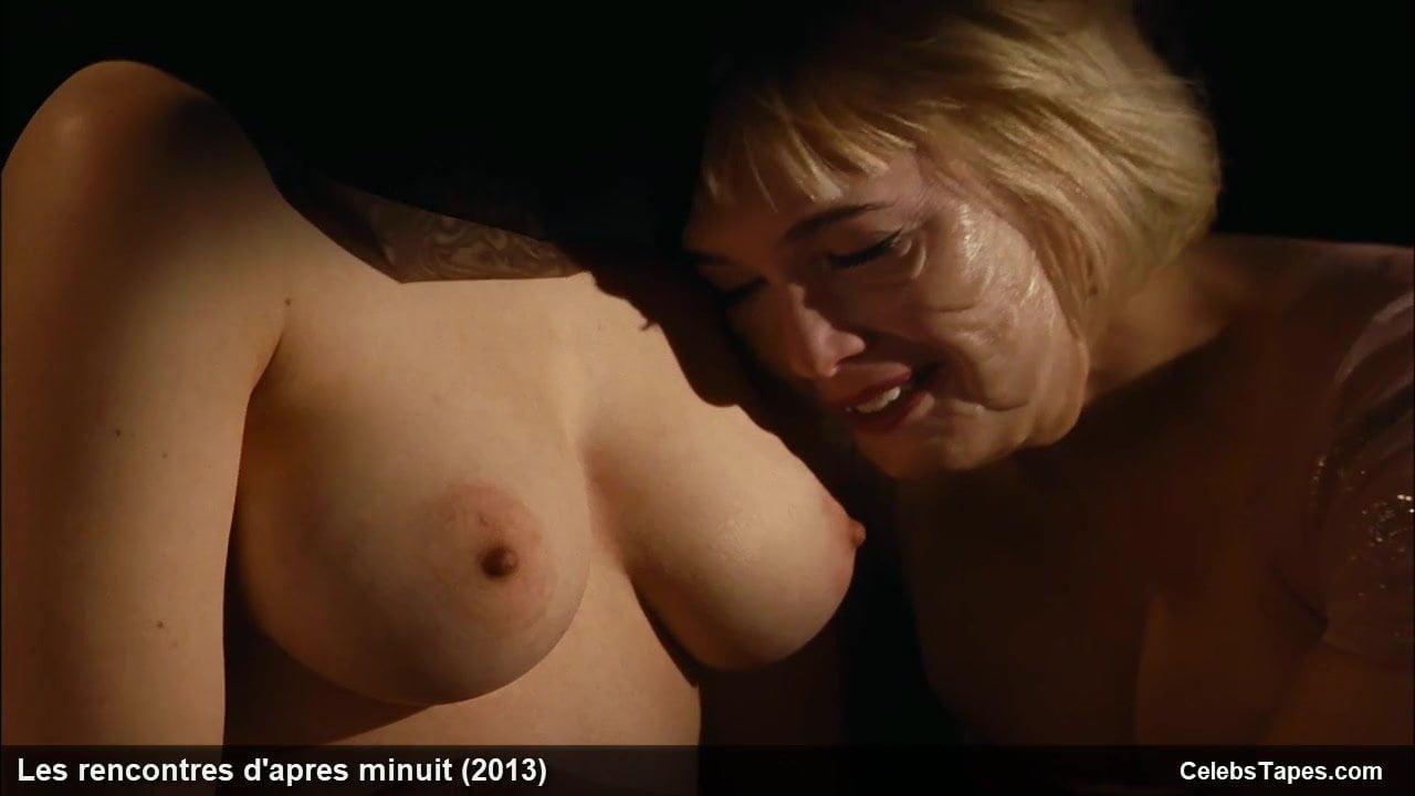 Julie Judd  nackt