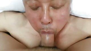Asian daddy sucking cock & eating cum