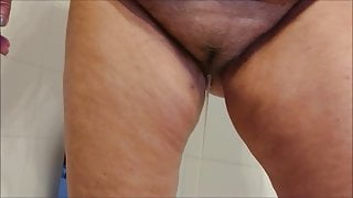 Maggie 16 pissing in the bath and bating her hairy pussy