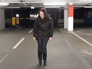 Adult carpark - Crazy girl pissing in carpark