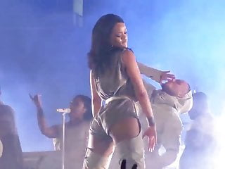 Rihanna pussy hd - Rihanna performing at amalie arena, fla 2016