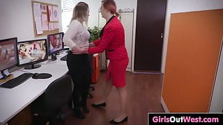 Anal rimming and pussy licking with curvy lesbians