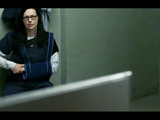 Laura prepon real nude - Orange is the new black 2013-2019 s06