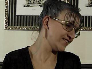 Pornstar shelia lang Oma zeigt wo es lang geht