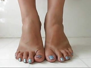Fetish spreading toe - Mature curl and spread toes