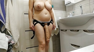 Sexy stepmom wants to fuck her lover with a big strapon