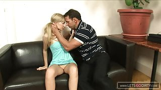 blondes teen fickt ihren stiefvater wenn mama nicht da ist