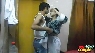 Indian hot and spicy Sonia bhabhi sucking her man's big cock