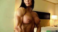 Marina en topless en el dormitorio