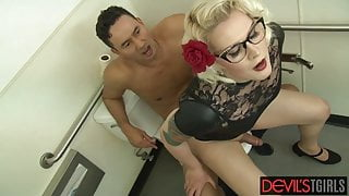 Blonde trans pinup Isabella Sorrenti fucked after glory hole