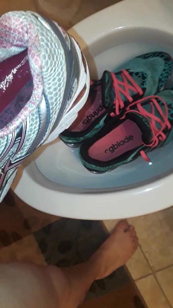 Piss in shoe