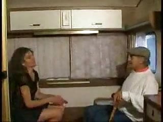 Caravan porn - Pute dans sa caravane