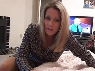 Video clips mommie gives handjob Mommy gives pantyhose foot job d10