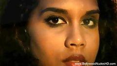 Amazing Bollywood Babe Is So Erotic
