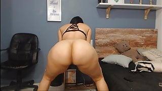 Big Butt Sapphire Shaking the ass